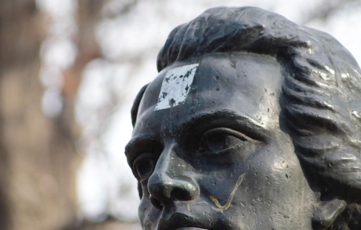 Eminescu, un poet nu neapărat cu stea-n frunte. Cu altceva