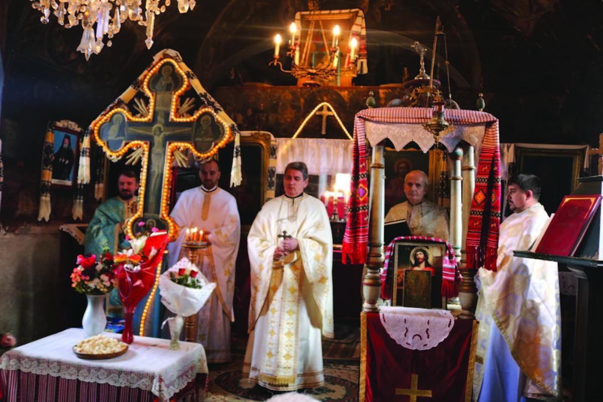 Preot nou în vechea biserică din Ţichindeal