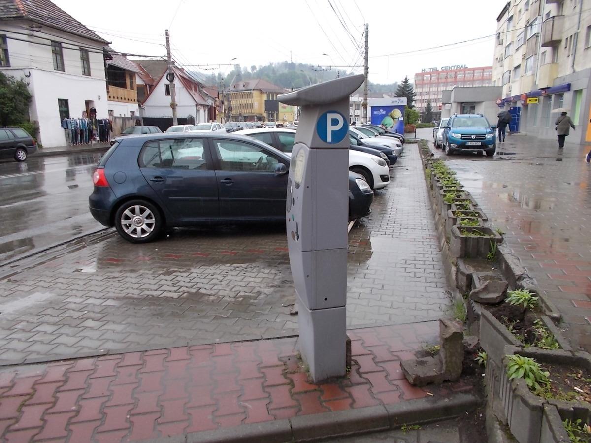 Primăria Mediaș nu mai poate amenaja 100 de locuri de parcare lângă atelierele SNG