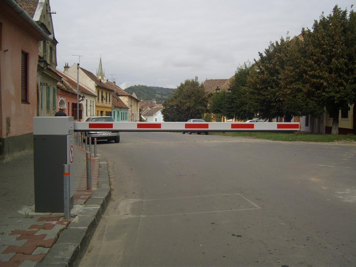 Se montează automate de parcare în locul barierelor