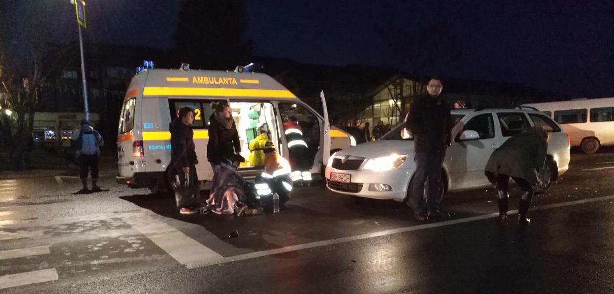 FOTO: Trei elevi de liceu, loviți de microbuz pe trecerea de pietoni, pe DN 7, la Tălmaciu