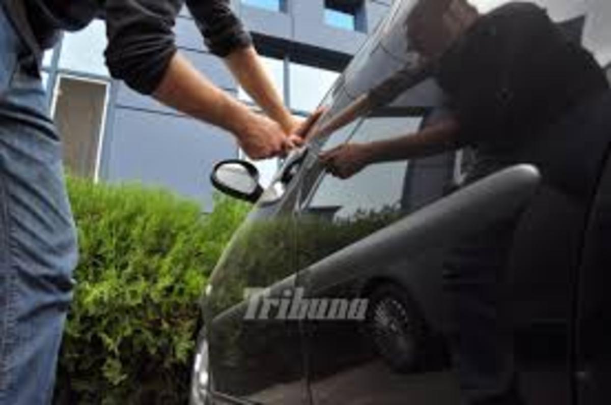 Două mașini din Sibiu au fost sparte în câteva minute