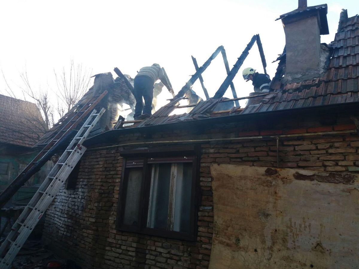 Incendiu la acoperișul unei case din Axente Sever