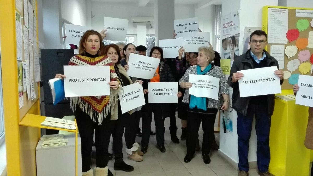 Protest al salariaților AJOFM. Cer salarizare unitară cu toate instituțiile deconcentrate