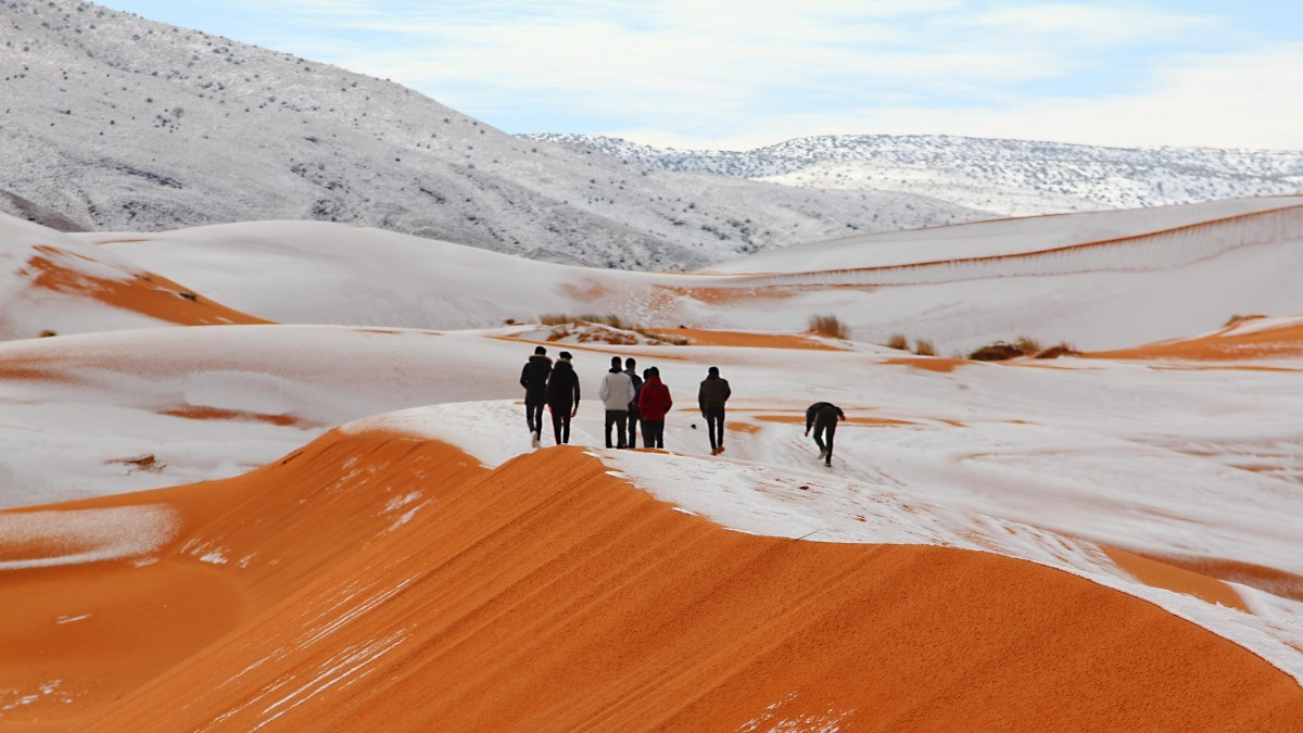 VIDEO. Furtună de ZĂPADĂ în Sahara. A nins a treia oară în ultimii 40 de ani!