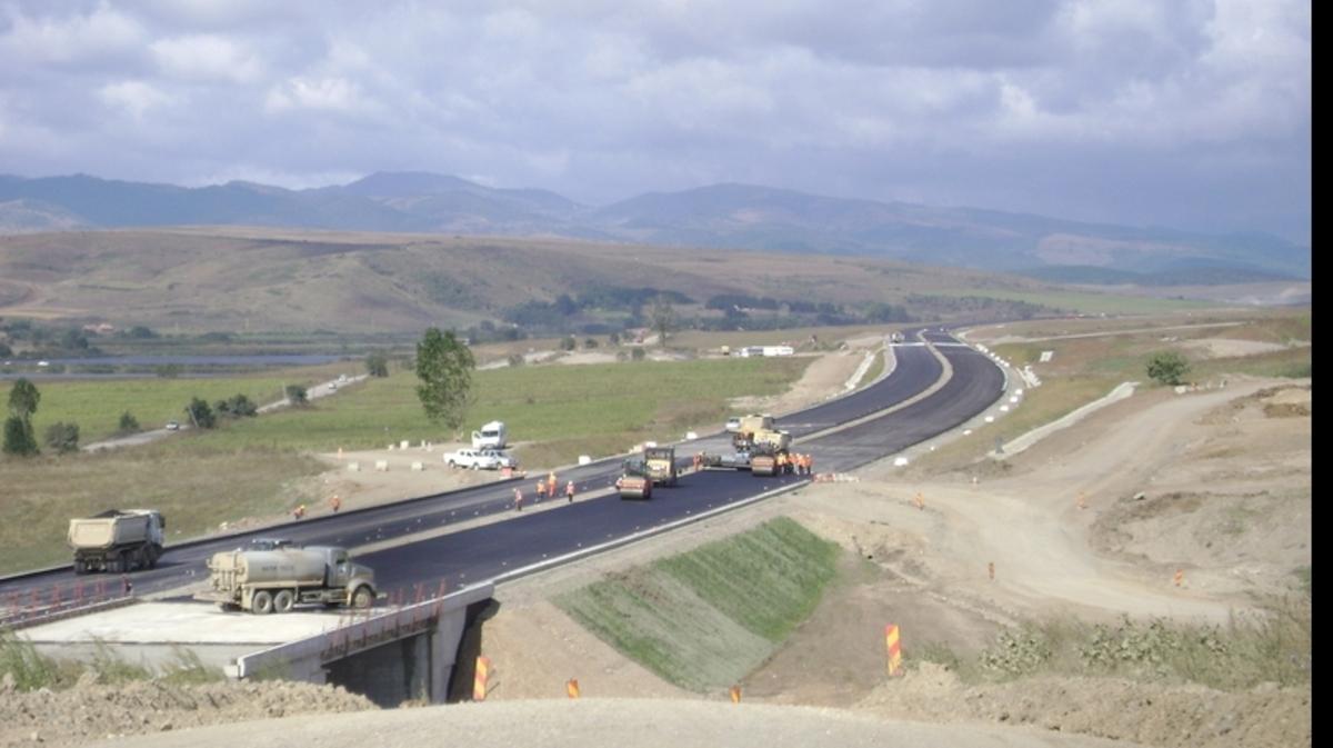 Autostrada Sibiu - Piteşti: opt noduri rutiere, 70 de poduri, 57 de viaducte, nouă tuneluri şi trei ecoducte care