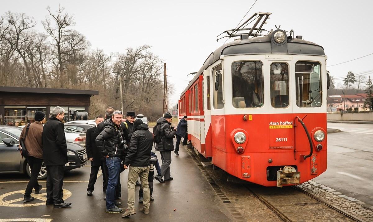 FOTO: Tramvaiul Sibiu-Răşinari a repornit! Şi a avut mare priză la sibieni!
