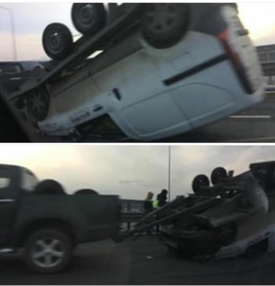 O platformă care transporta un autoturism s-a răsturnat pe Autostradă, la Săliște