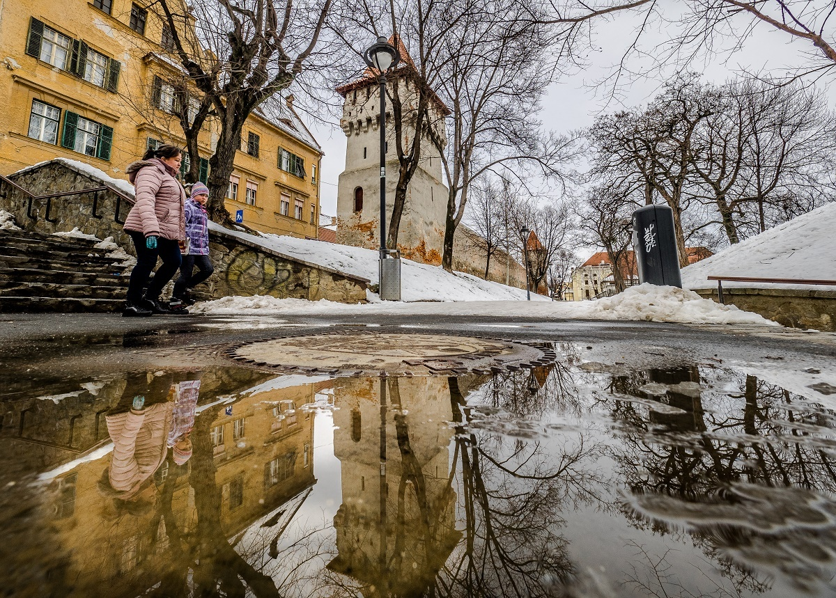 Zece sibieni au ajuns la spital după căzături pe gheață în ultimele 24 de ore
