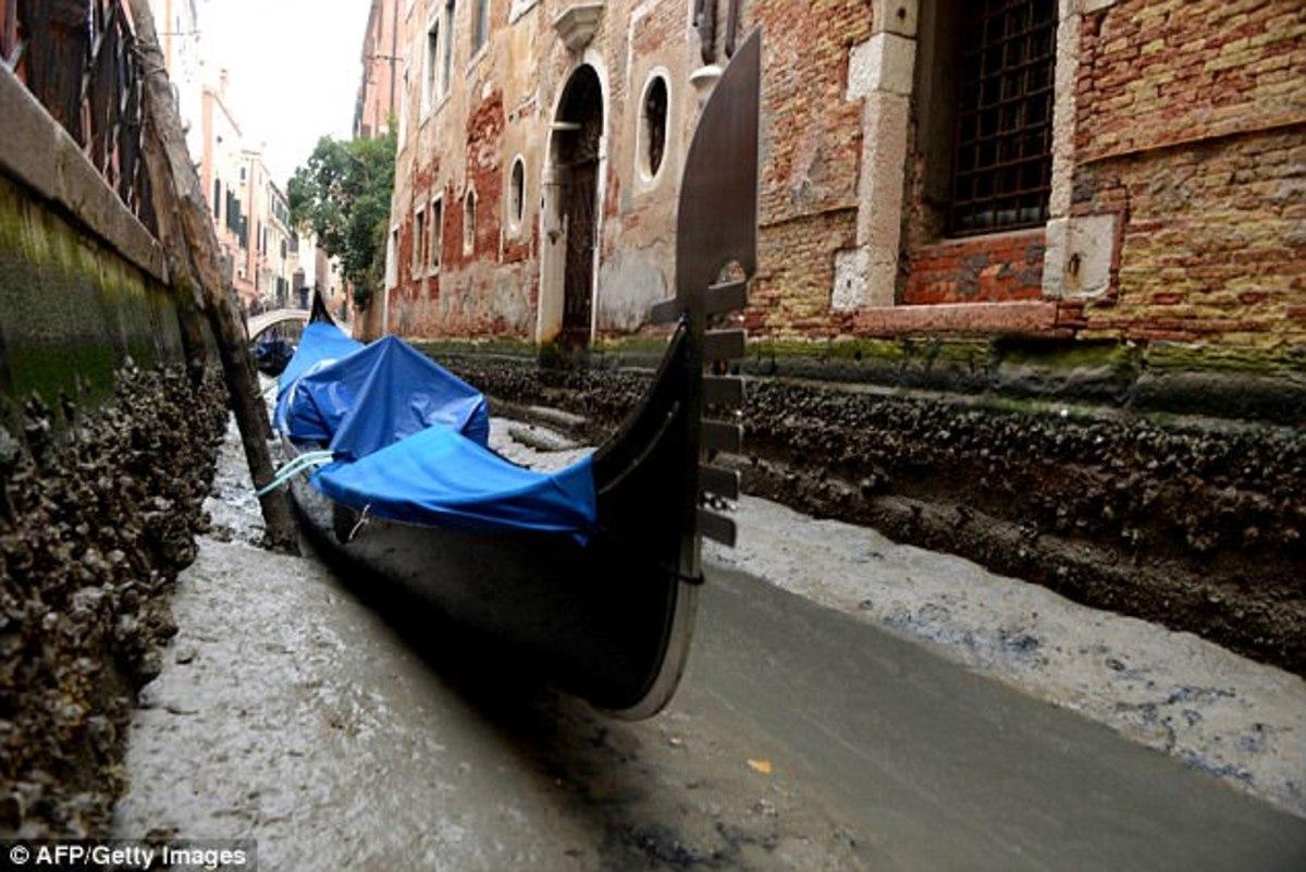FOTO. Veneţia, DEZOLANTĂ! Vestitele CANALE, SECATE de mareele