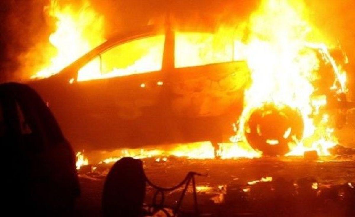 Mașină în flăcări lângă Mediaș. O persoană s-a intoxicat cu fum