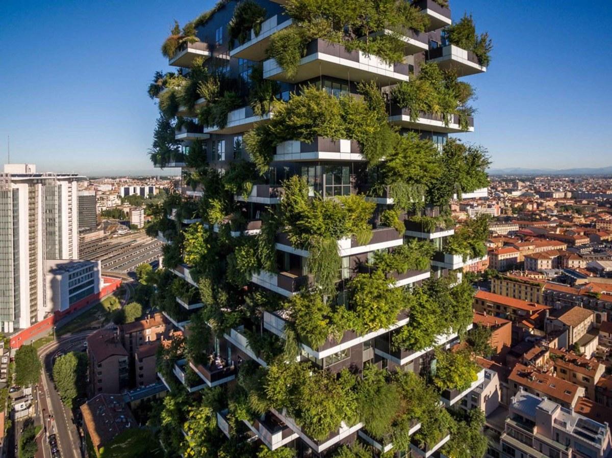 Milano ridică prima pădure verticală din lume: peste 25.000 de plante printre locatari!
