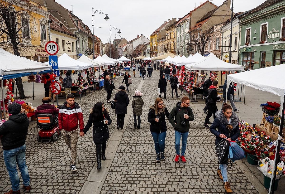 Velăntains Dei a adus la Sibiu o Chină mai mică. Tot kitsch şi tot fioroz!