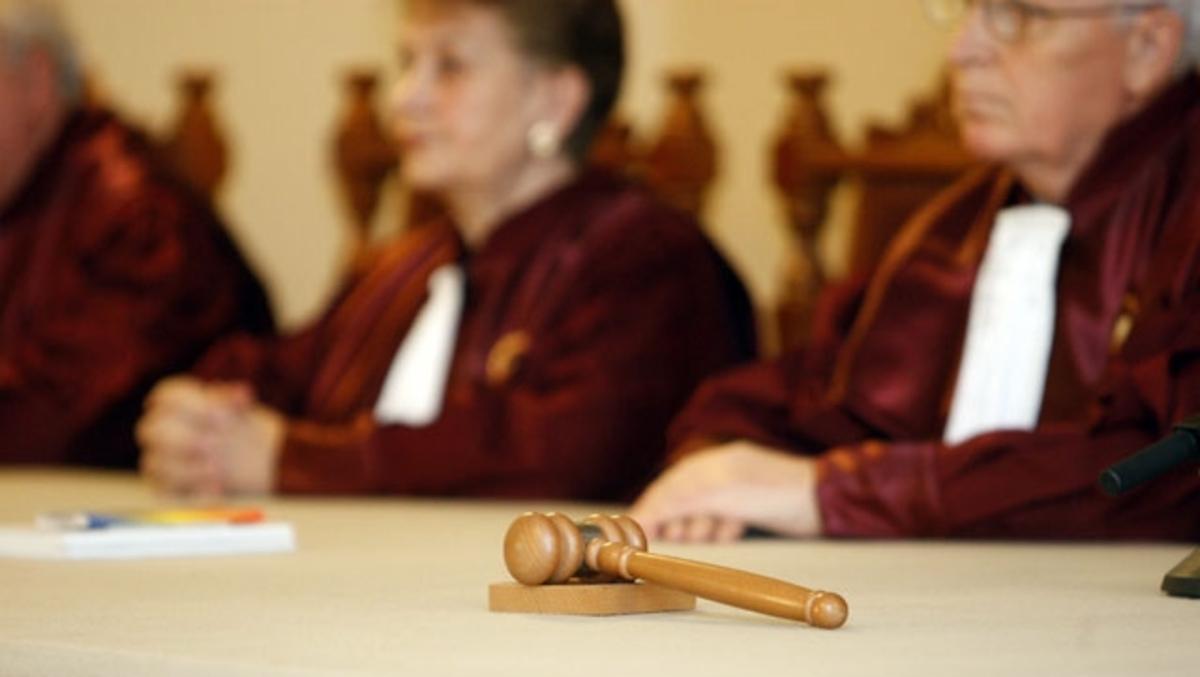 Superimunitate pentru micii Dumnezei de la Curtea Constituţională