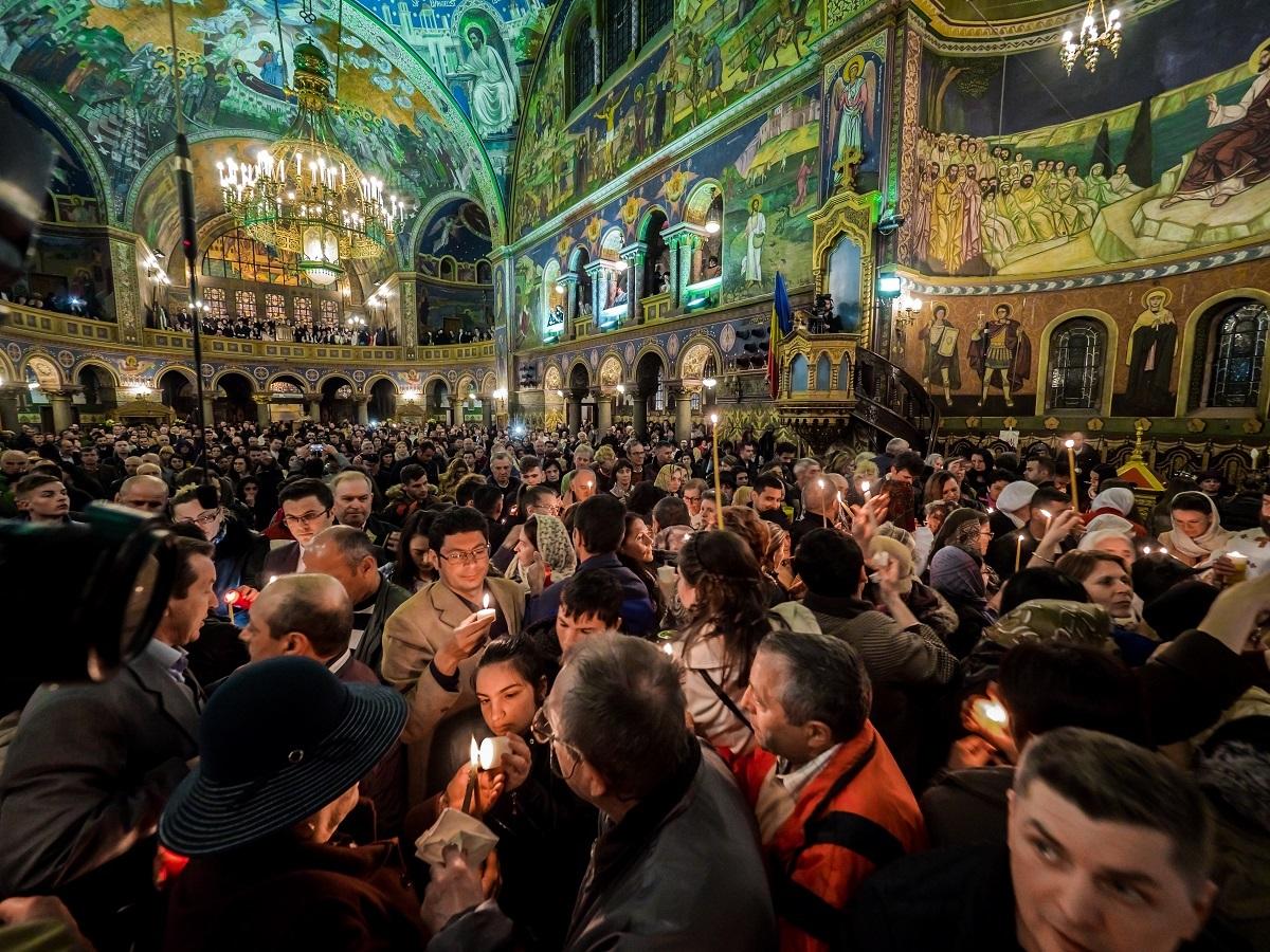 Încă o ZI LIBERĂ pentru români în 2018. VINEREA MARE, sărbătoare legală. Proiectul aşteaptă undă verde de la deputaţi şi Iohannis!
