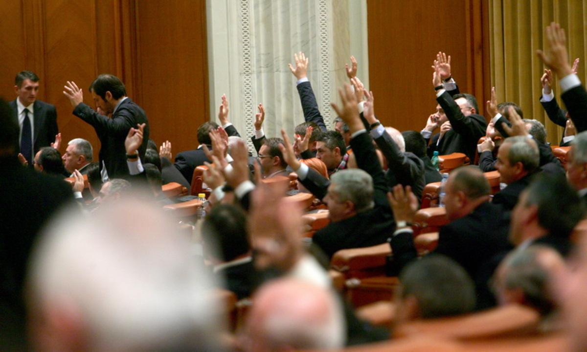 Pensii speciale pentru aleşii locali! Doi parlamentari din Sibiu printre iniţiatori. CCR a picat proiectul de două ori în 2016!