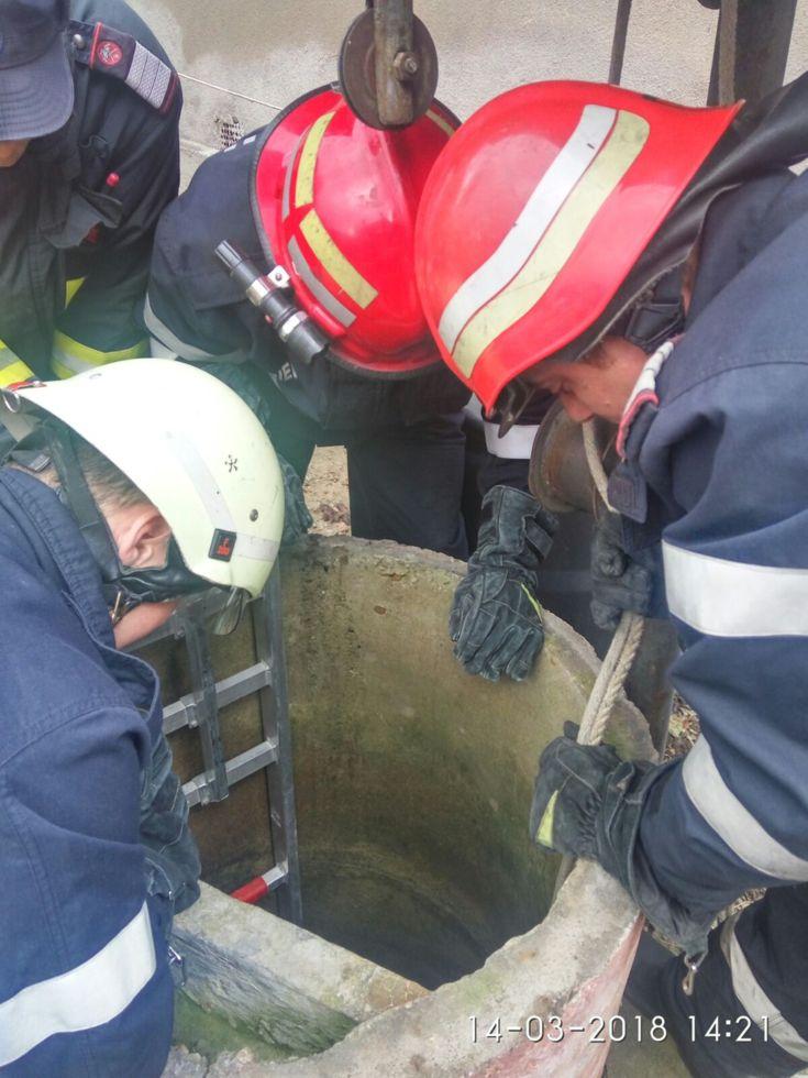 O femeie din Valea Viilor a murit după ce a căzut în fântână