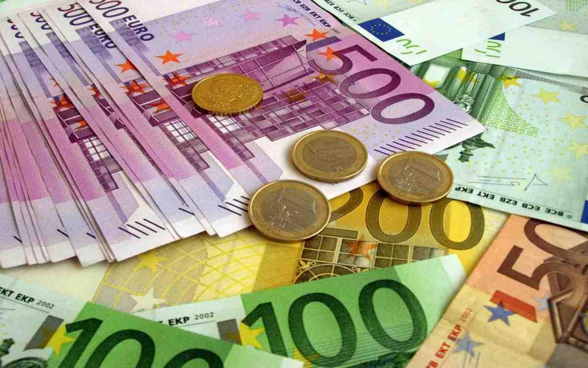 Dacă trimiţi mai mult de 1.000 de euro în ţară, trebuie să îi justifici. Florin Cîţu, PNL: