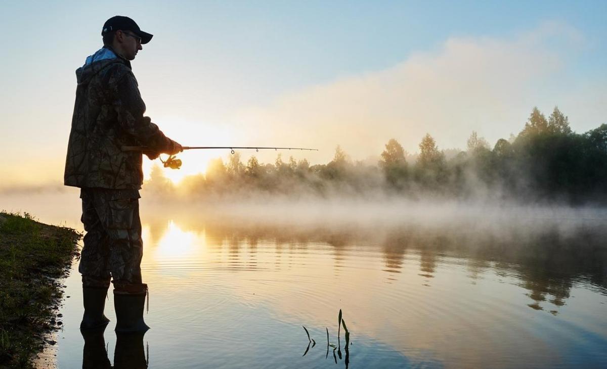 Prohibiţie la pescuit până în iunie. Opţiunea ar fi la