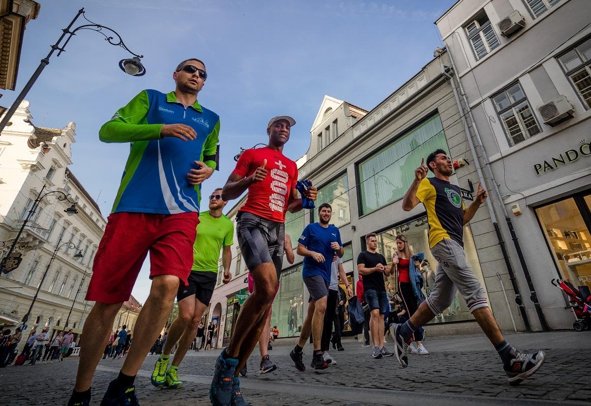 Francezul Wilfrid Palcy aleargă în 60 de Capitale Culturale Europene. Sibiul, inclus în proiect pentru susținerea Fundației Polisano