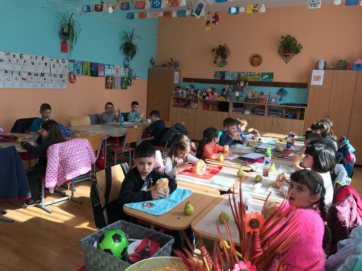 La liceul din Avrig, elevii vor primi zilnic alimente
