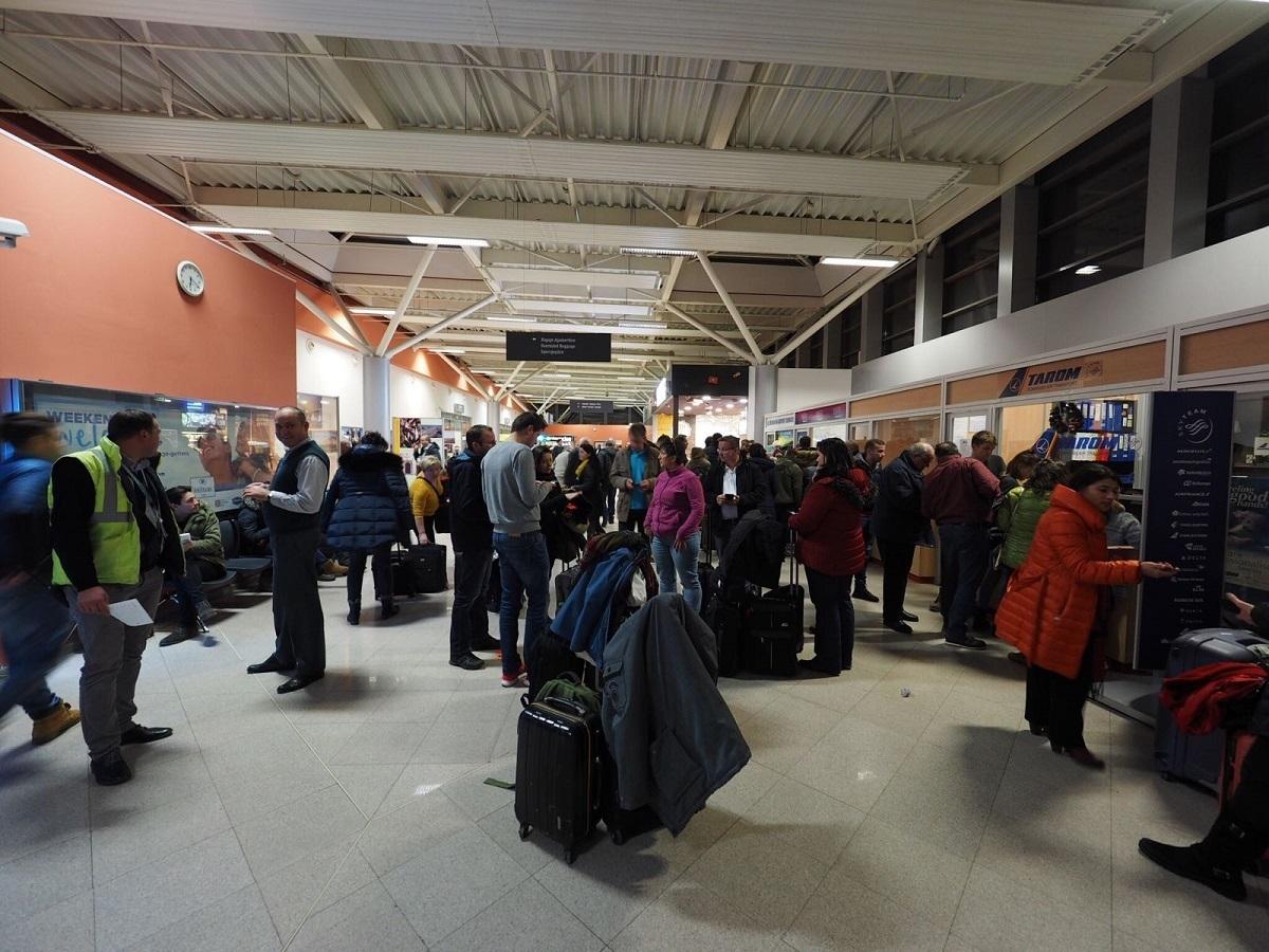 Un cetățean german a făcut stop cardio respirator în Aeroportul Sibiu. Elicopterul SMURD îl transportă la Târgu Mureș