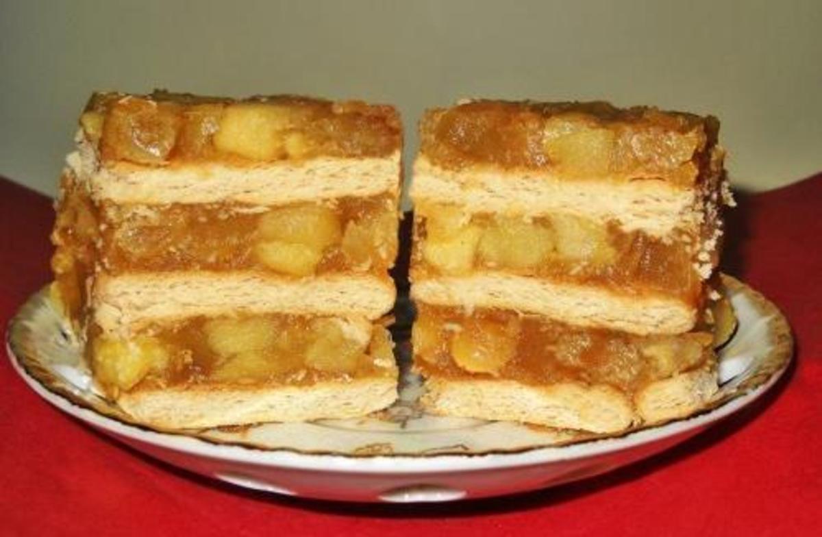 Prăjitură cu biscuiţi şi măr