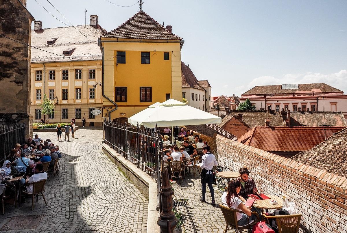 Localurile din Sibiu, provocate să înlocuiască paiele din plastic cu cele din paste