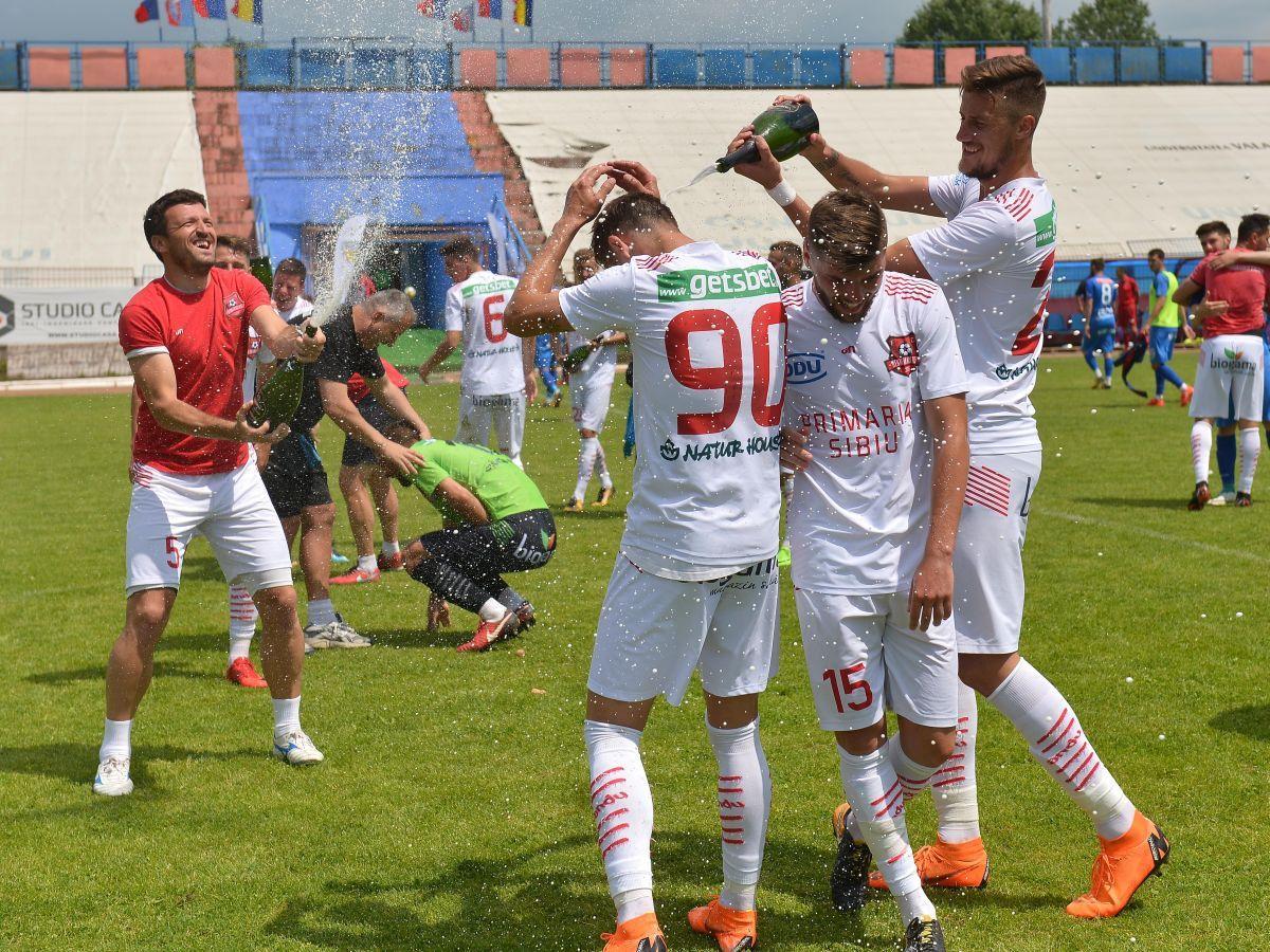 (FOTO) Ecuație rezolvată! Matematic, Sibiul e în Liga 1! FC Hermannstadt, a treia promovare din 2015 încoace!