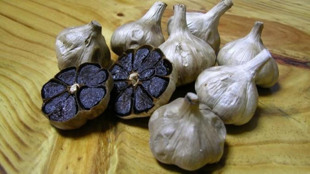 Medicina naturistă: Usturoiul negru, leguma miraculoasă cu efecte fantastice