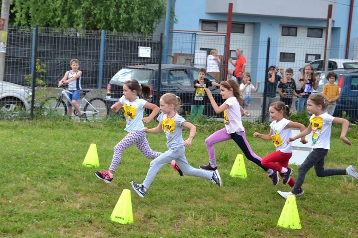 Peste 200 de copii s-au întrecut în echilibru și viteză, la Grădinița nr. 22