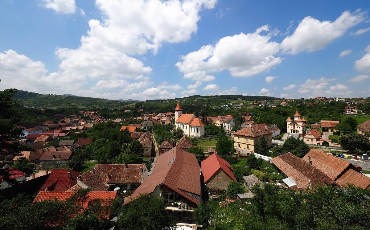 Teren și imobil de 2.500 mp lângă satul de vacanță Cisnădioara și Versailles, scoase la licitație de Consiliul Județean Sibiu