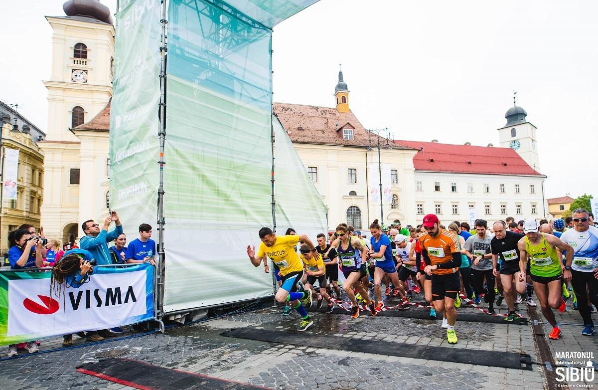 Maratonul Internațional Sibiu 2018. Startul întrecerii are loc sâmbătă în Piaţa Mare. Trafic restricționat în perioada 25-28 mai!