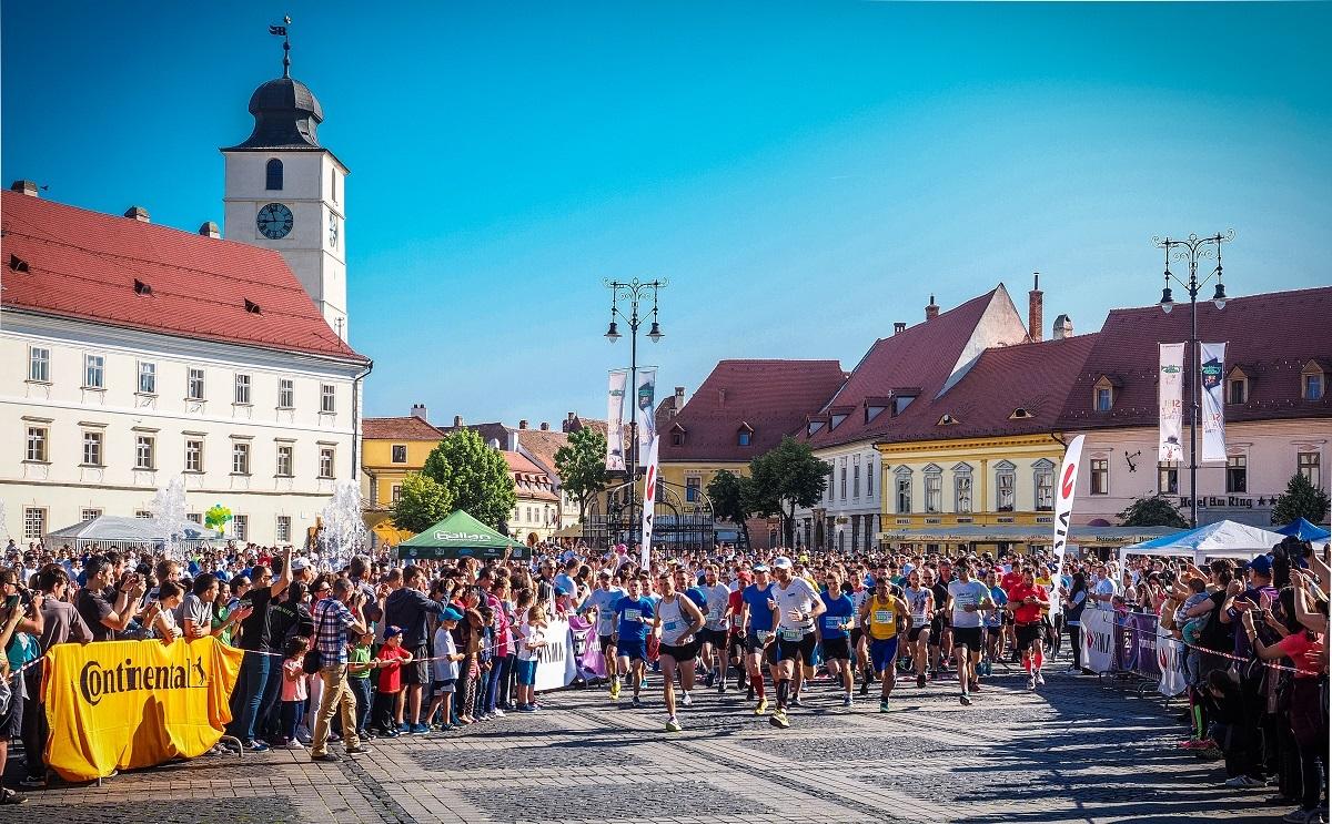 Părintele Constantin Necula, medicii Livia Ognean și Radu Chicea și viceprimarul Răzvan Pop aleargă la Maratonul Internațional al Sibiului - 2018