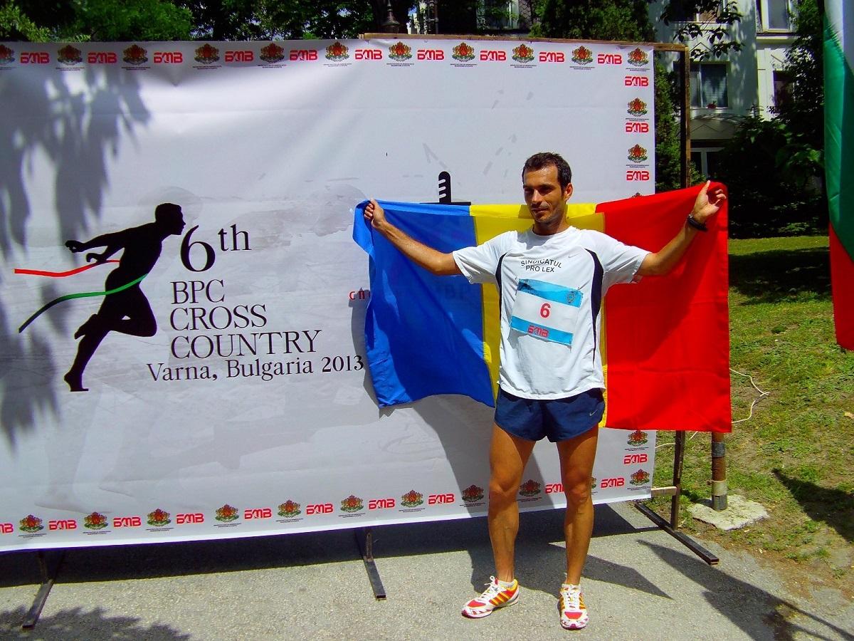 FOTO: Un polițist sibian aleargă la Maratonul Internațional să adune bani pentru Palatul Copiilor