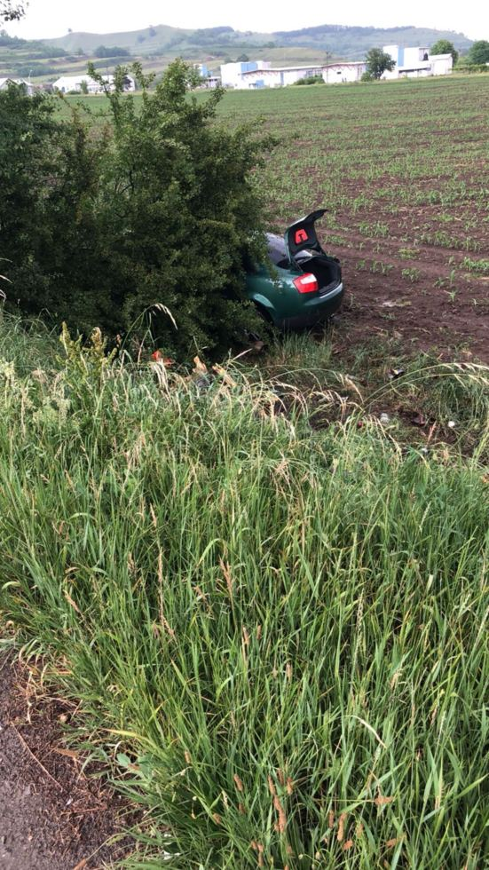 Un șofer băut s-a răsturnat cu mașina la ieșirea din Dârlos