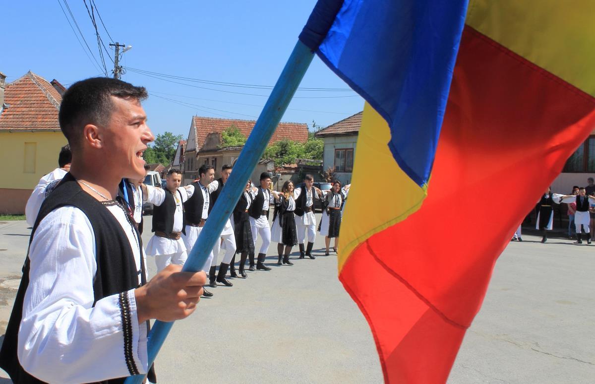 FOTO: De Rusalii, Sebeşu de Jos s-a prins în Hora de la Rusca