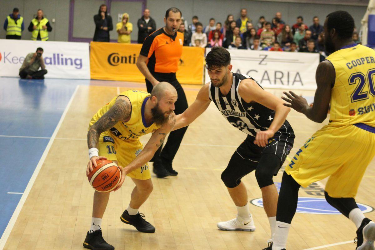 """""""U"""" BT Cluj - BC CSU Sibiu 91-77 / """"Bronzul"""" nu e pentru noi. 17 ani fără medalii"""