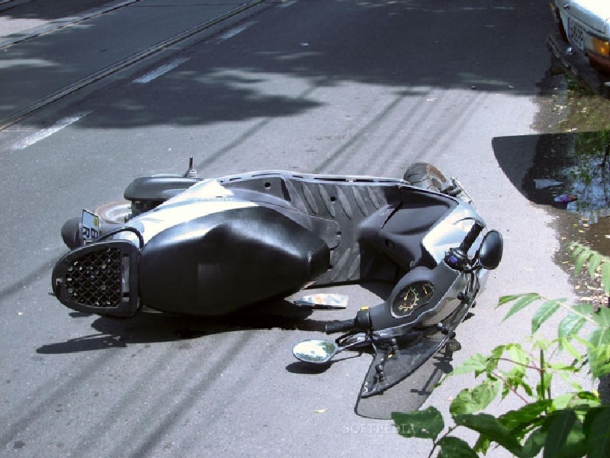 Mopedist din Sibiu, rănit într-un accident rutier pe Şcoala de Înot
