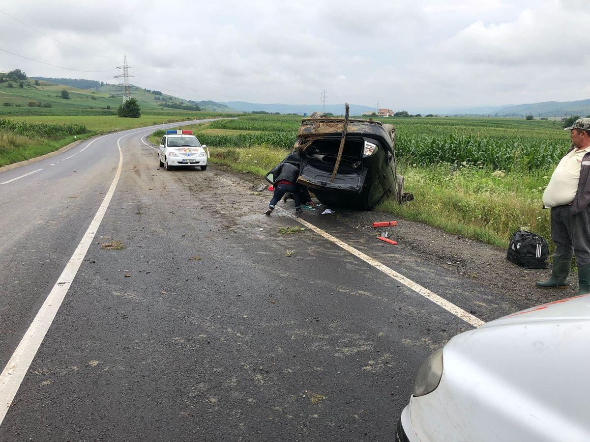 FOTO: S-a răsturnat cu mașina din cauza vitezei, pe DN 14