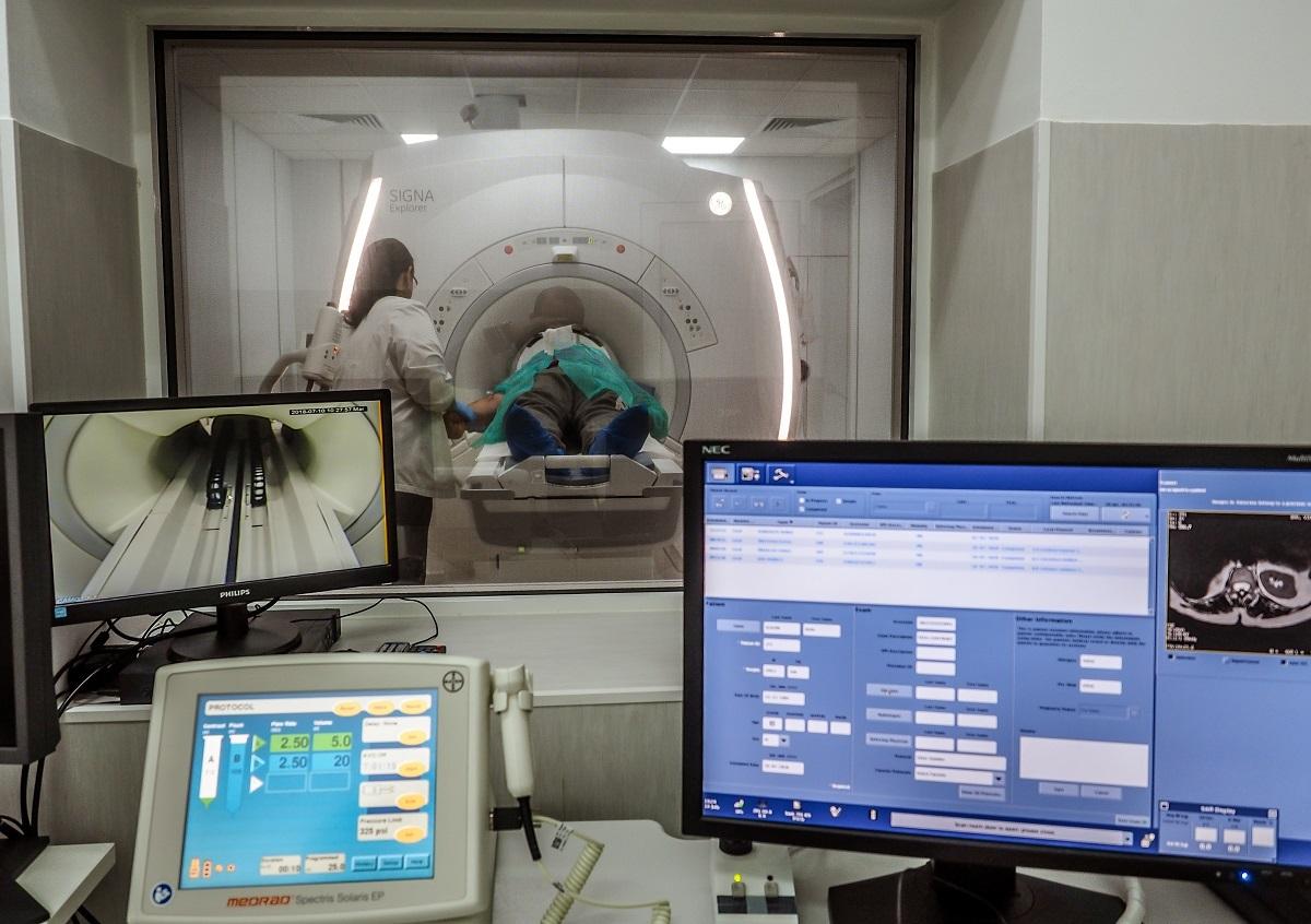 FOTO: Sibienii beneficiază de investigații RMN gratuite. Aparatul nou a fost inaugurat