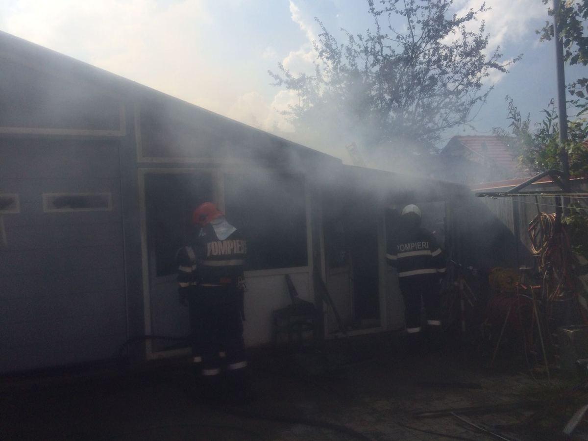 FOTO: Incendiu la o filigorie, o magazie și un garaj pe strada Măgura din Sibiu