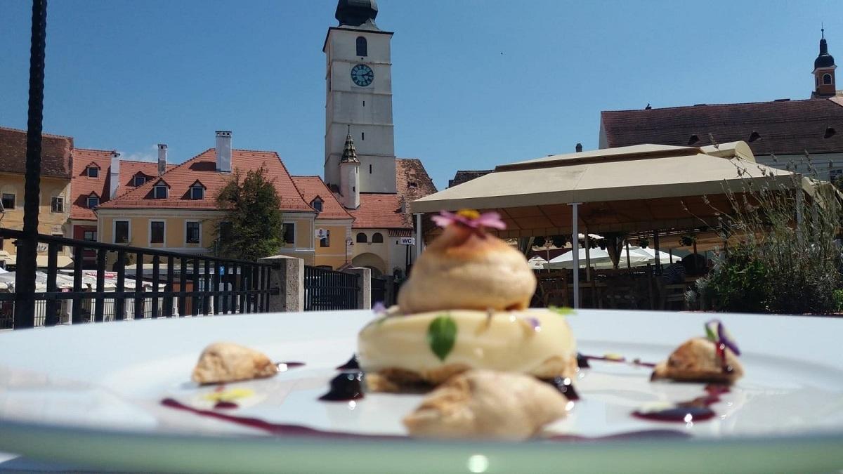 """Mâncăruri tradiționale și muzică populară, la Festivalul """"Hai la masă!"""", în weekend"""