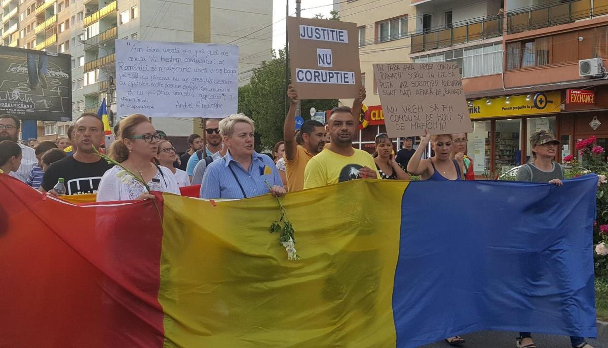FOTO și VIDEO: Din nou, protest la Sibiu. 5000 de persoane pe străzile oraşului